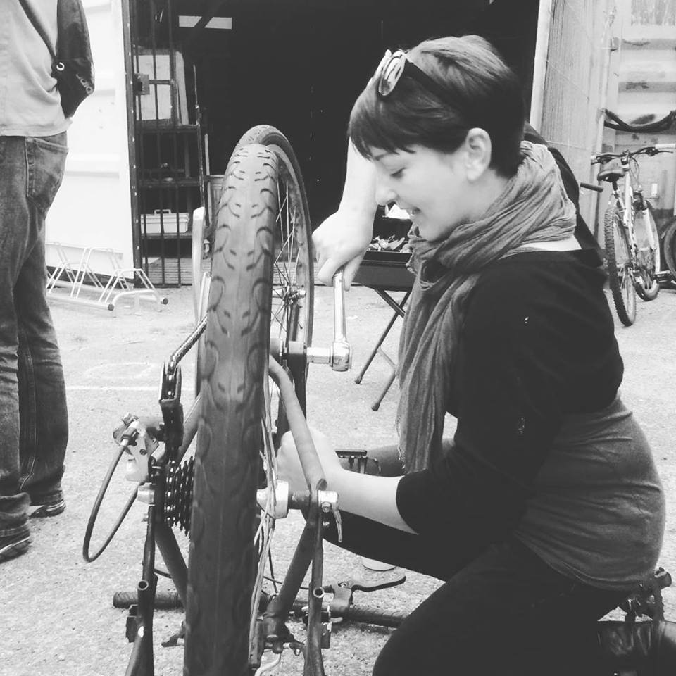 katy-kay-fixing-her-bike-10sep2018